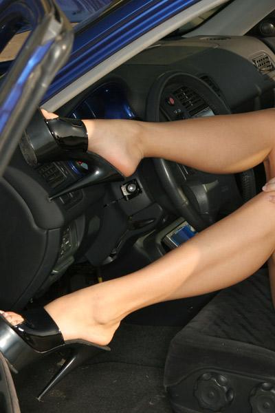 leggy open car door pose